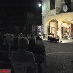 """Orino-""""Luj mees dul dialet"""" … Sabato 30 luglio alle ore 21.00 in P.zza XI Febbraio """"Se l'è ch'el dis ul to' oroscopo?""""-Foto della serata di Micci e Cellina"""