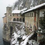 Santa Caterina del Sasso Ballaro, la forza dello spirito monastico sulle rive del lago Maggiore: fino a quando? Di Felice Magnani