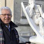 Meridiana dello scultore Antonio Franzetti posta all'ingresso di Gemonio.
