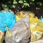 Bardello – Un paio di sacchi di rifiuti raccolti in alcuni punti del paese e una bicicletta per scusarsi