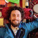 Elia Origoni, 30 anni, residente a Besozzo, guida escursionistica, ha di fronte un percorso di 6800 km