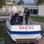 """Il varo dell'imbarcazione """"Sarisc"""" avvenuta sulla riva della Schiranna."""